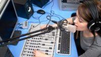 penyiar radio cewek