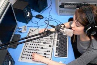 Ironi Dunia Radio Siaran