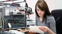 penyiar siaran radio