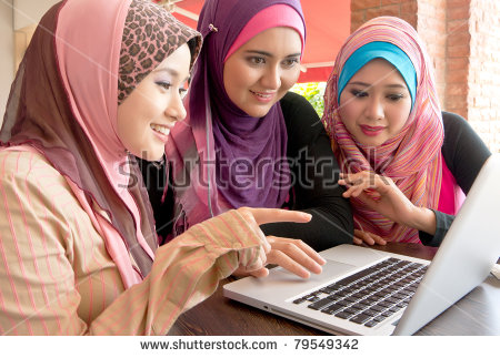 young-pretty-asian-muslim-college-girls-having-discussion-using-laptop