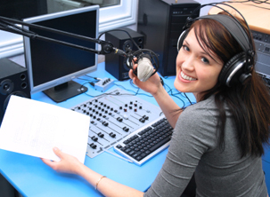 Kursus Penyiar Radio Batic Broadcast Buka Program Spesial