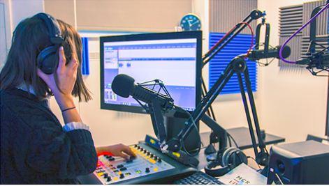 Radio Masih Bertahan di Era Internet, Jumlah Pendengar Masih Banyak