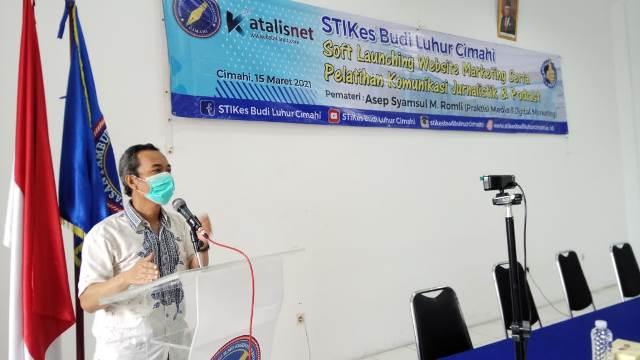 Pelatihan Komunikasi Jurnalistik dan Podcast STIKES Budi Luhur